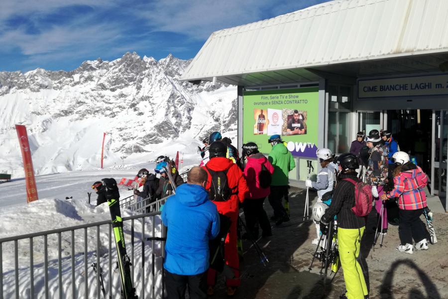 Affissione montagna NowTv