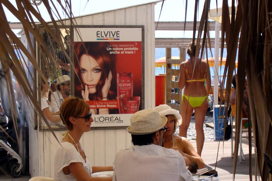 Affissione Elvive pubblicità estate